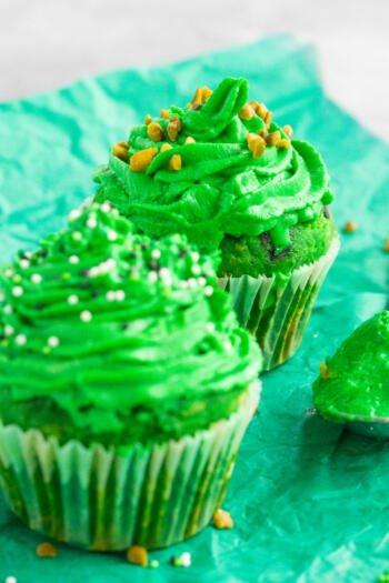 Cupcakes mit grünem Frosting