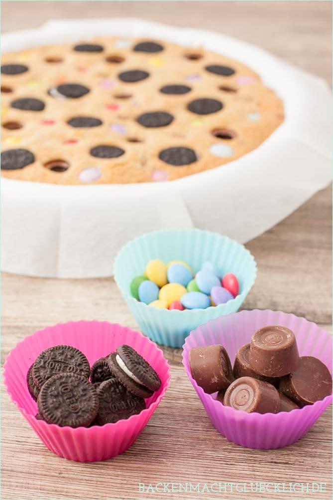 cookie pie kuchen mit s igkeiten backen macht gl cklich. Black Bedroom Furniture Sets. Home Design Ideas