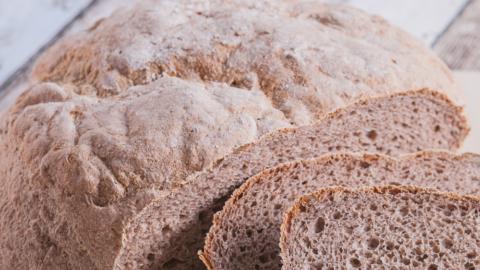 Einfaches glutenfreies Brot backen ohne Weizenmehl