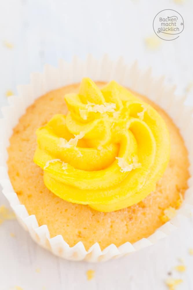 Zitronen-Cupcakes mit Frischkäsefrosting