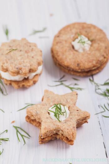 Pikante Kekse zum Ausstechen mit Käsefüllung