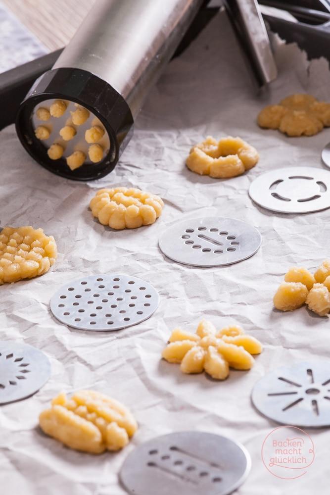 Weihnachtsplätzchen mit Kindern backen Kekspresse