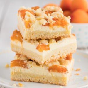 Aprikosenkuchen mit Streuseln und Quark