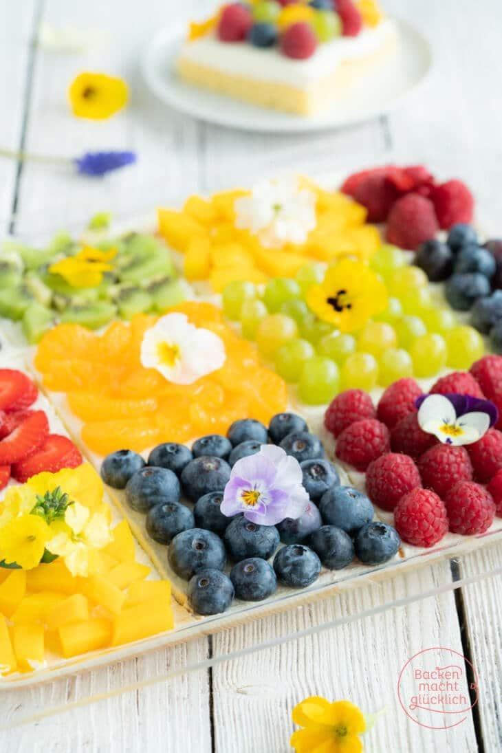 Blechkuchen mit Quark und Obst