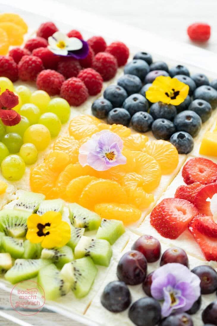 Obstkuchen vom Blech mit Biskuit