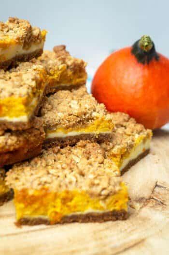 Kürbis-Käsekuchen mit Keksboden