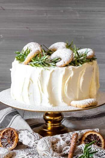 Torte mit Vanillekipferln