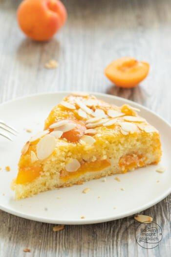 saftiger Aprikosenkuchen mit Mandeln