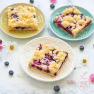 saftiger Obstkuchen mit Streuseln vom Blech