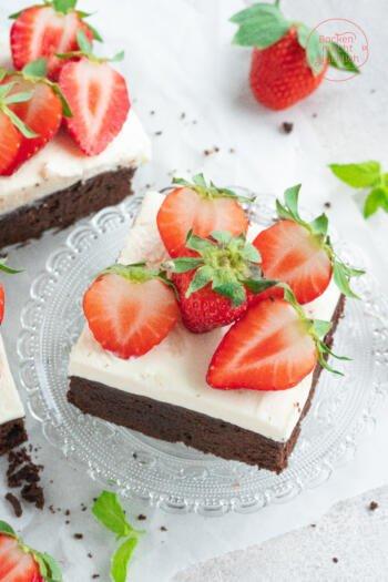 Brownies mit Erdbeeren und Sahne