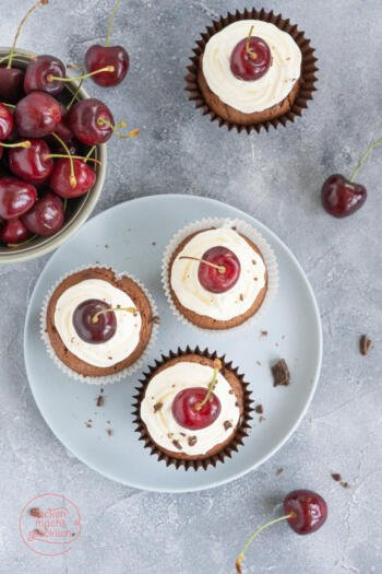 Saftige Schoko-Kirsch-Cupcakes