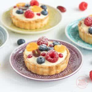 Tartelettes mit Vanillecreme und Obst