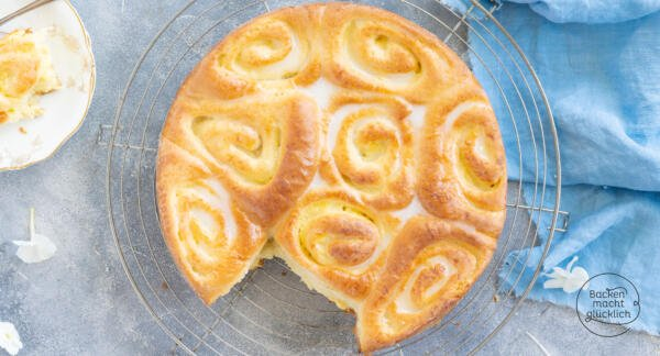 Rosenkuchen mit Puddingcreme