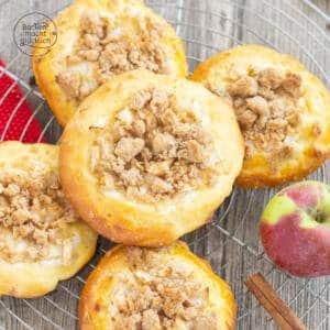 Streuseltaler mit Äpfeln